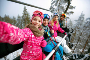 Family of skiers take selfie in La Tania